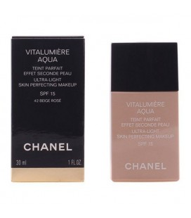 Base de maquillage liquide Vitalumière Aqua Chanel